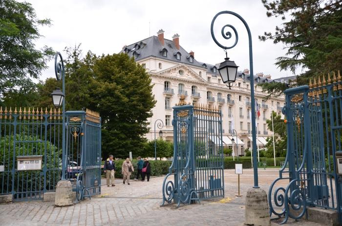 Les Portes du Hotel!