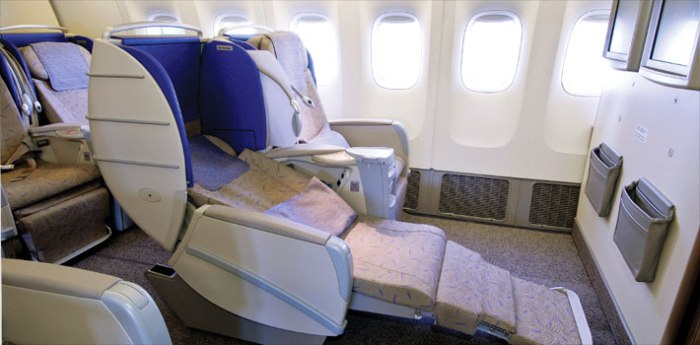 Photo courtesy www.flyasiana.com (but look how easily I can slide out of my seat!)