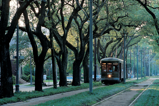 A cable car in the Garden District.